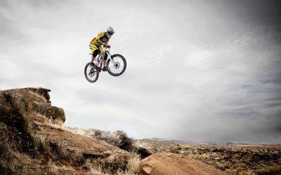 Dlaczego warto wybrać wycieczki rowerowe z przewodnikiem?